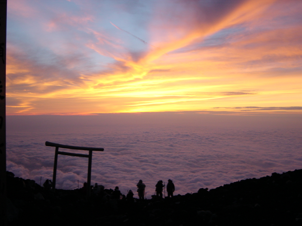 Sunrise from Fuji-san (3776m)